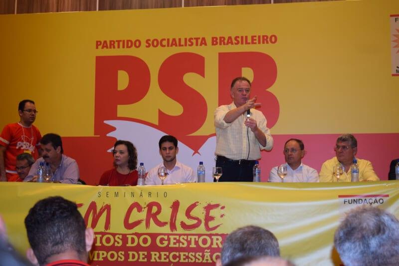 Deputado Rafael Motta reúne 22 prefeitos do RN para discutir saídas para a crise nos municípios potiguares