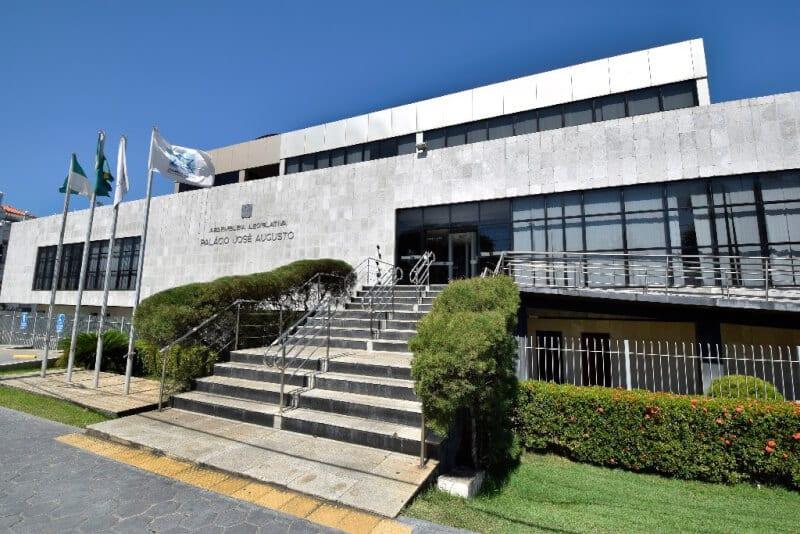 Comissão de Finanças aprova remuneração  de cargos comissionados do Estado