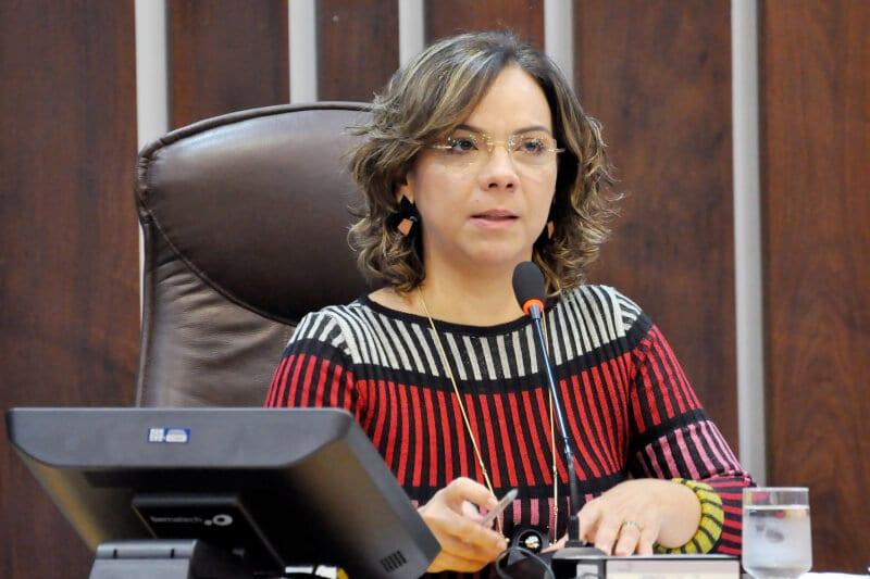 Deputada Larissa solicita abertura de restaurantes populares aos sábados