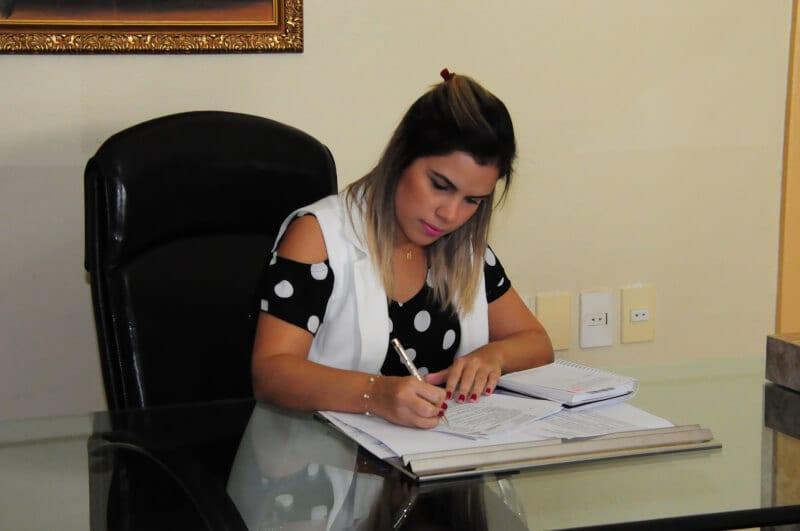 Prefeita Rosalba transmite cargo para vice-prefeita