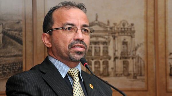 Vereador cobra posse do presidente da Câmara como prefeito interino de Natal