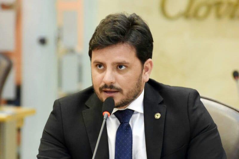 Deputado Carlos Augusto critica reajuste das tarifas dos ônibus intermunicipais