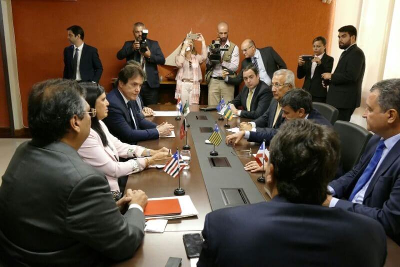 Governadores do NE enviam carta a Temer criticando privatização da Eletrobras