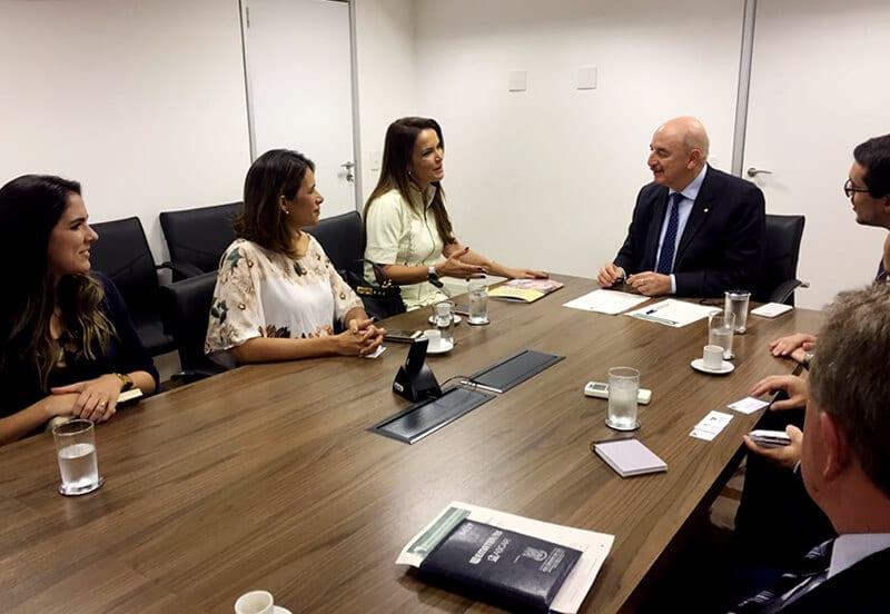 Secretária de Assistência Social entrega ao ministro sistema de cadastro social desenvolvido pelo Governo do RN