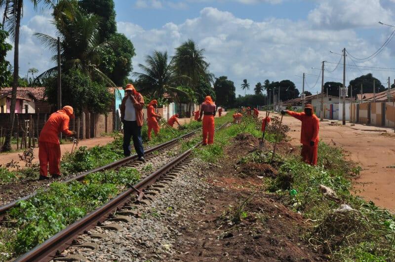 Prefeitura de Extremoz e CBTU fazem limpeza e manutenção de linhas férreas