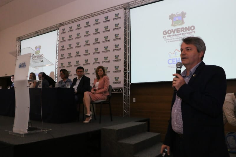 Governo apresenta os programas Cartão Reforma e Moradia Cidadã a prefeitos