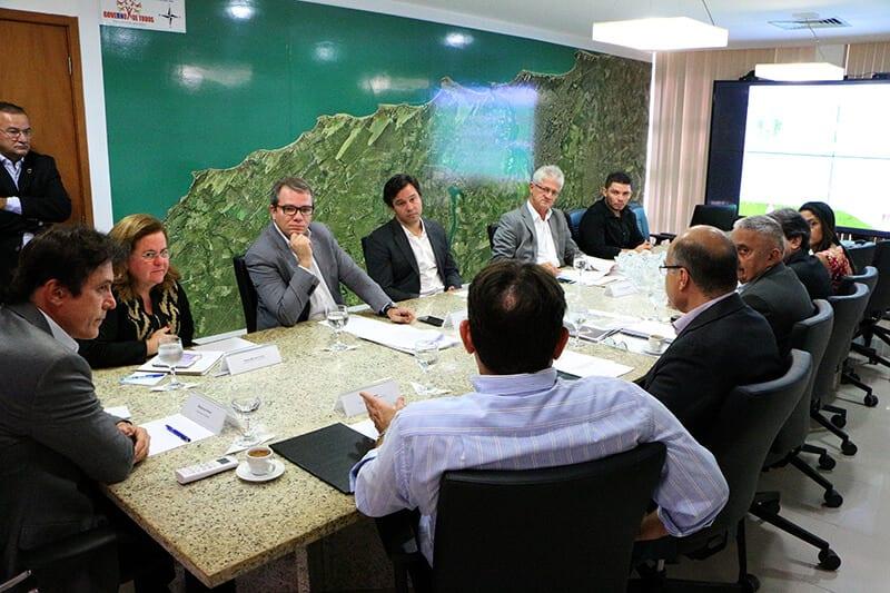 Governador reúne secretários para acompanhar andamento de obras