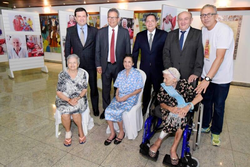"""Presidente Ezequiel Ferreira abre oficialmente mostra fotográfica """"Mães do Juvino"""""""
