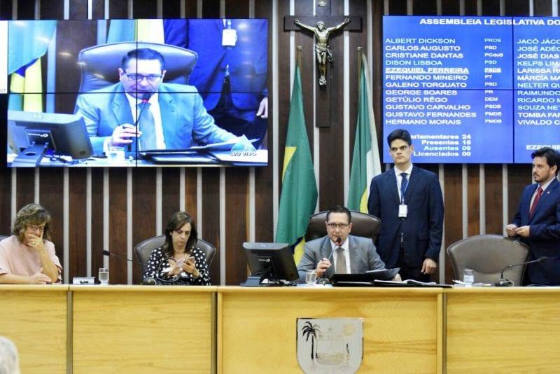Deputados aprovam projeto do Governo que reajusta cargos comissionados