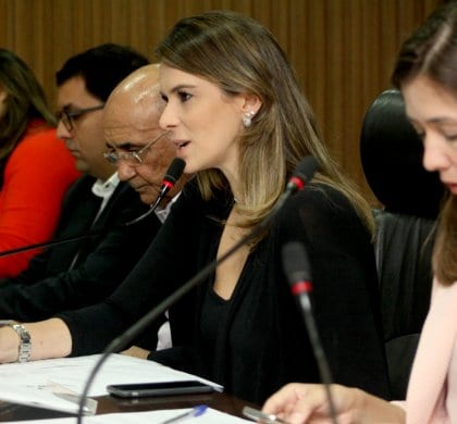 """""""Adoção"""" é tema debatido na Frente Parlamentar da Criança"""
