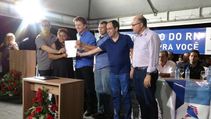Governador assina ordem para início do saneamento de São Miguel do Gostoso