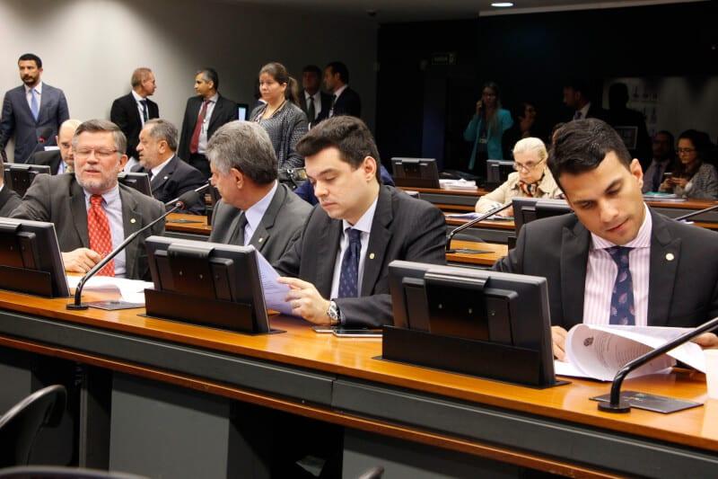 Comissão de Agricultura aprova projeto substitutivo de Walter Alves que beneficia a agricultura familiar