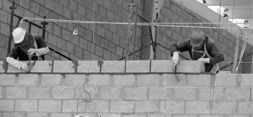 Construtora é condenada em R$ 700 mil por terceirização ilícita