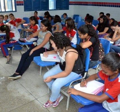Bolsonaro terá como desafios na educação a evasão escolar e a distorção idade-série