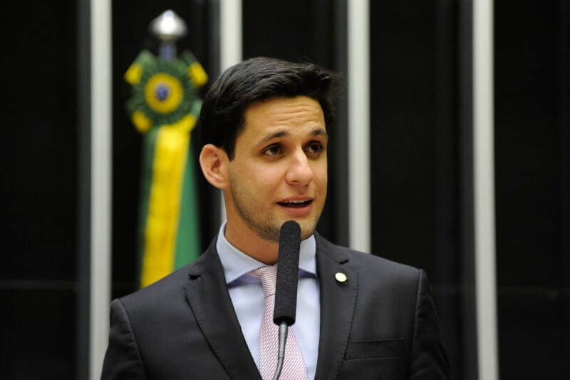 """No plenário, Rafael Motta afirma """"o Brasil tem de recuperar a estabilidade e a agenda positiva"""""""