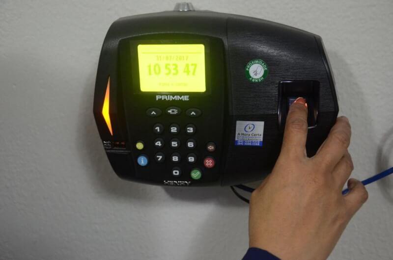 Prefeitura de São Gonçalo inicia instalação de pontos eletrônicos nas repartições públicas