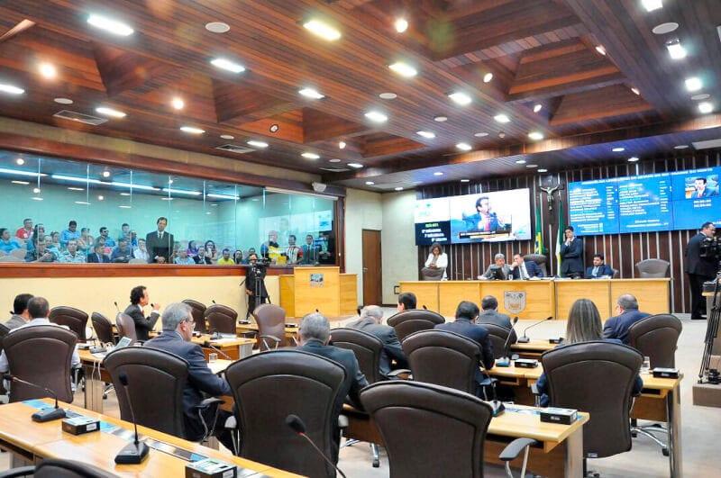 Secretários participam de reunião com deputados para explicar ajuste fiscal