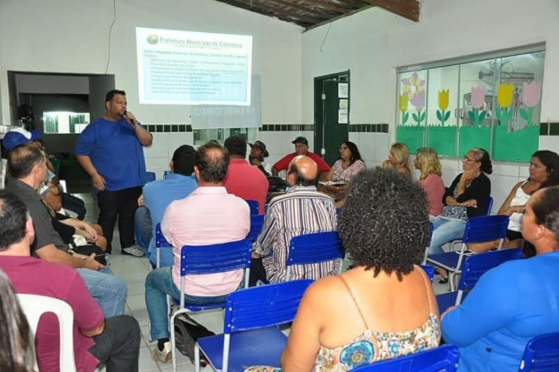 Prefeitura de Extremoz reúne agentes de turismo e lança projeto Nossas Praias