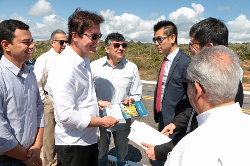 Governador e comitiva chinesa visitam terreno da primeira fábrica da Chint na América Latina