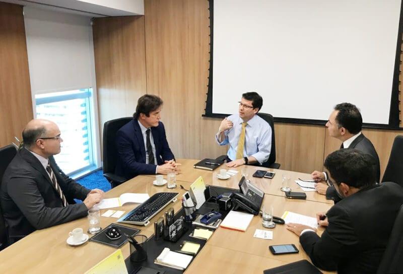 Em reunião com bancos, Robinson negocia recursos para combater crise financeira