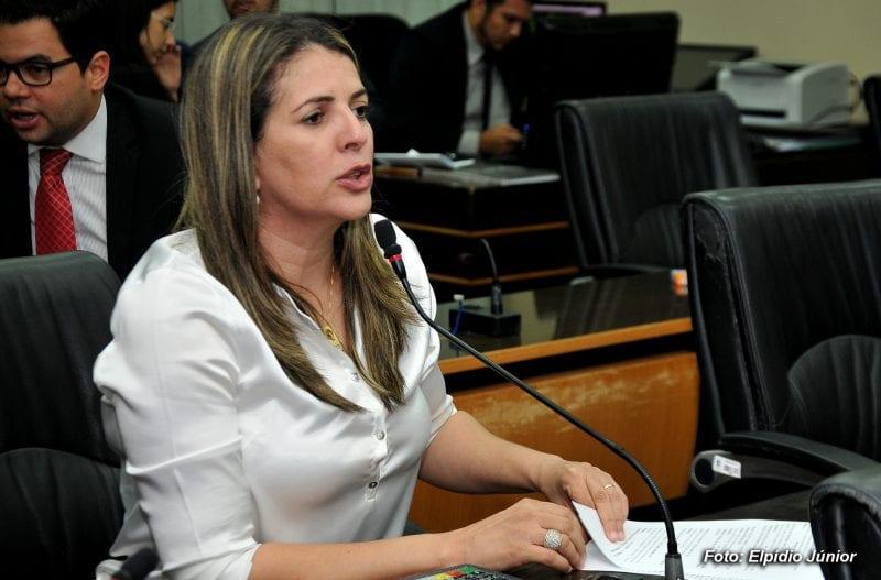 Prefeito Álvaro Dias pede que Nina Souza retire candidatura a deputada estadual