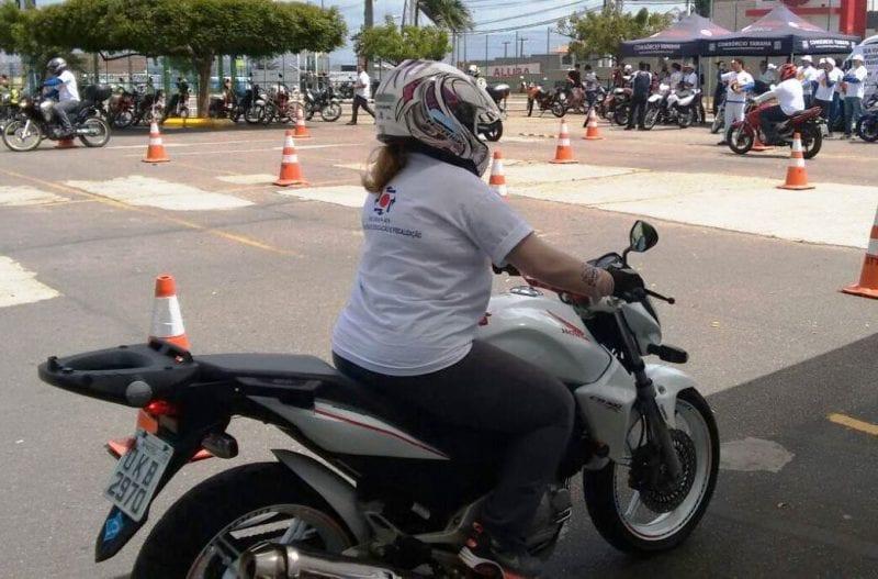 Detran e Projeto Vida no Trânsito realizam curso de pilotagem para mulheres