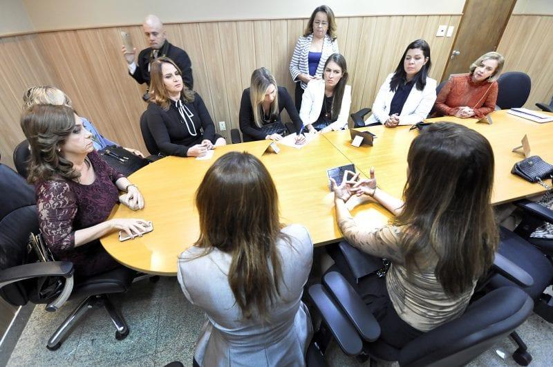 Aplicabilidade de Lei sobre vagas de emprego para mulher é discutida em reunião