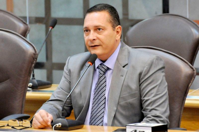 Deputado Ezequiel solicita benefícios para municípios das regiões Agreste e Metropolitana