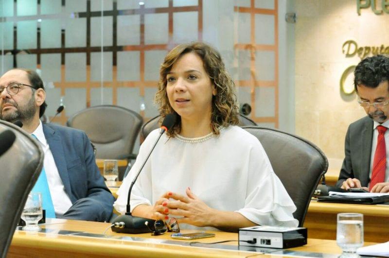 Deputada Larissa Rosado requer criação de transporte especializado e gratuito para pessoas com deficiência