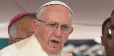 Papa pede clero no Brasil unido contra corrupção
