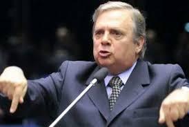 PSDB: Tasso quer disputar a presidência; crise sobe