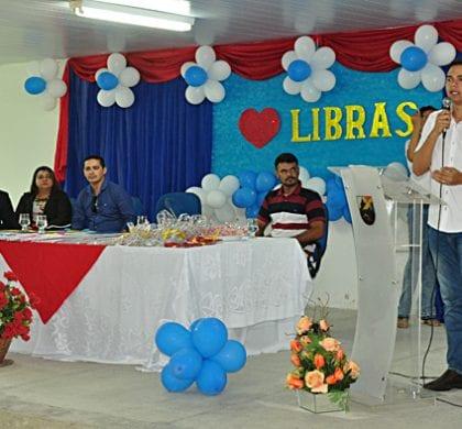 Prefeitura de Extremoz forma em Libras professores, diretores, ASGs e estagiários