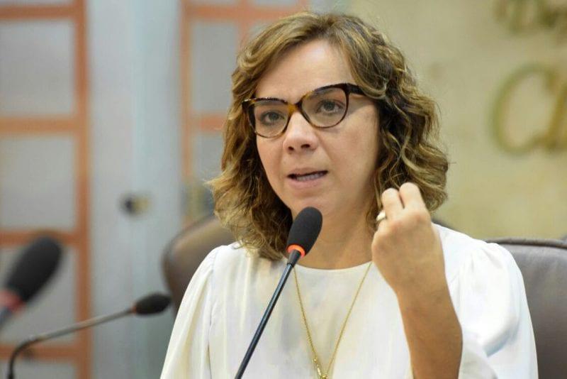 Deputada Larissa requer que Governo quite dívida com plano de saúde de servidores da UERN
