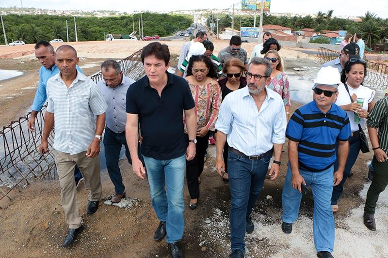 Governador assina ordem de serviço para retomar obras da Moema Tinoco, em Natal