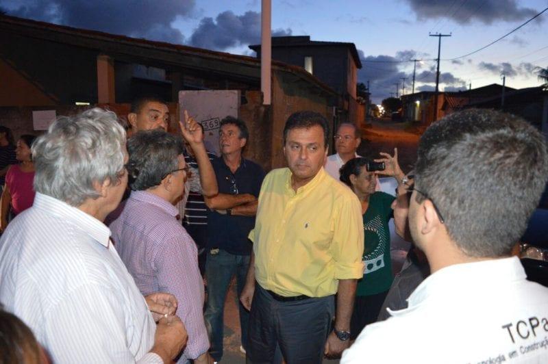 Prefeito de Natal visita obras de drenagem e pavimentação no Brasil Novo