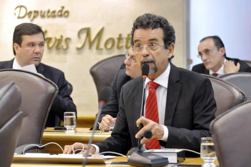 Deputado Mineiro defende projetos que beneficiam servidores e anuncia lançamento de Frente