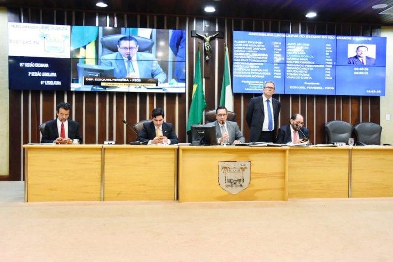 Deputados aprovam projetos contra violência doméstica e de incentivo à economia