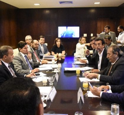 15 deputados participam da reunião com os secretários