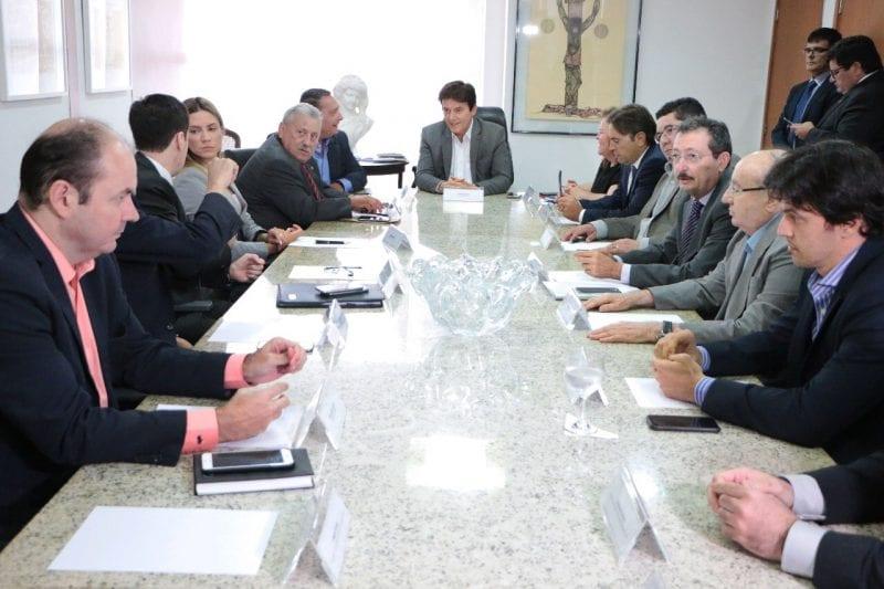 Reunião do governador com representantes dos Poderess segue, veja fotos