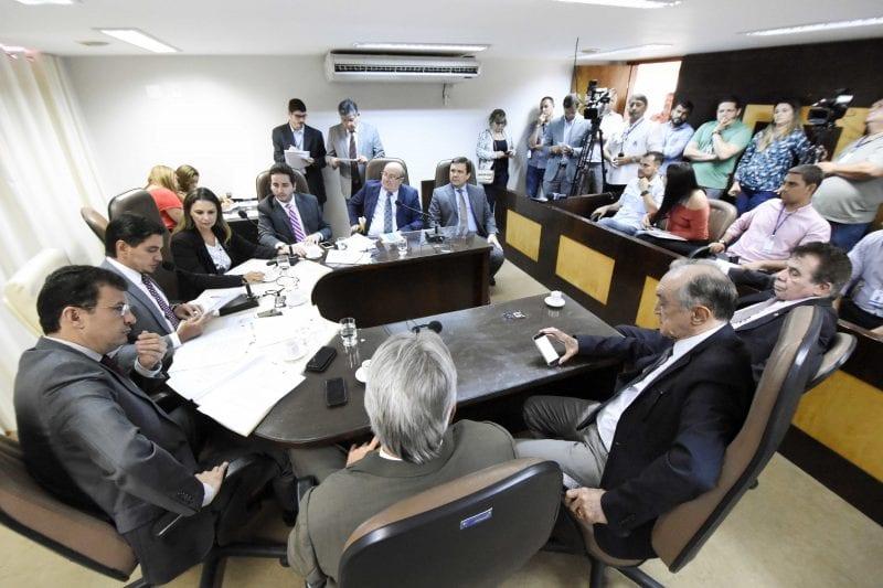 Reunião conjunta de Comissões aprova três matérias e solicita uma diligência