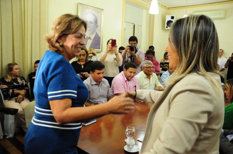 Prefeita Rosalba tira nova licença do cargo e vai para o exterior