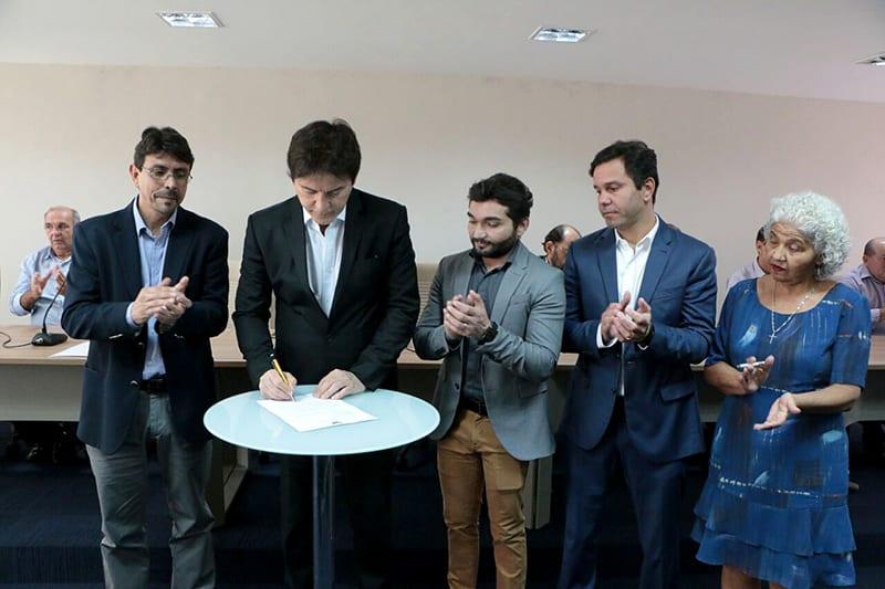 Assinatura de Ordens de Serviços para Ampliação de Sistemas de Abastecimento do RN_Demis Roussos (4)