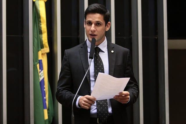 Rafael Motta pede suspensão de aumento da taxa do Governo em convênios com prefeituras