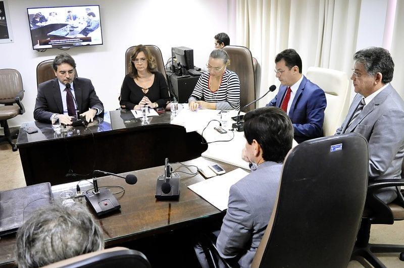 Comissão de Constituição e Justiça aprova 19 matérias e baixa três em diligência