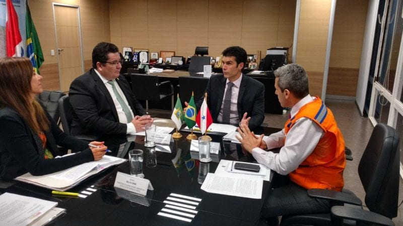 MPRN e Ministério da Integração discutem solução para avanço do mar em Ponta Negra