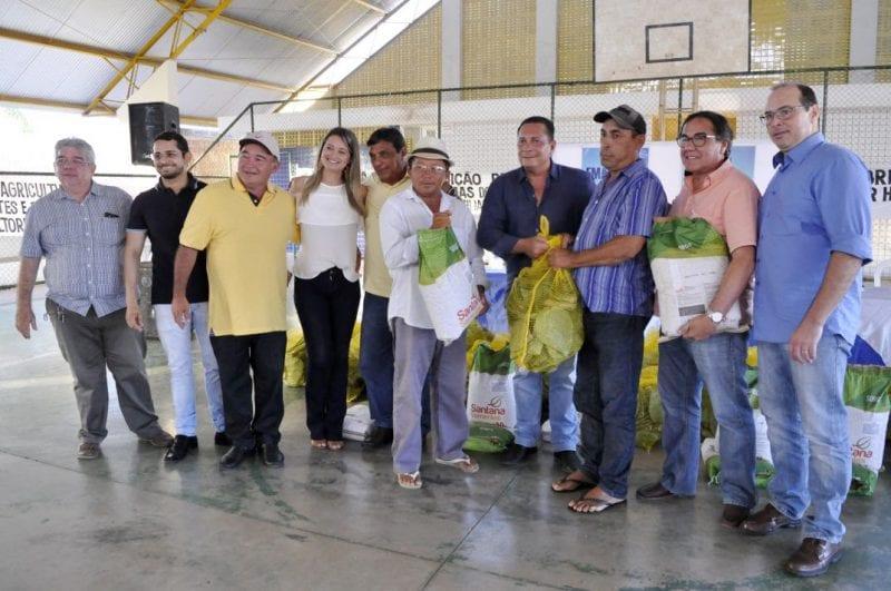 Deputado Ezequiel participa de evento da entrega de palmas forrageiras e sementes no Trairi