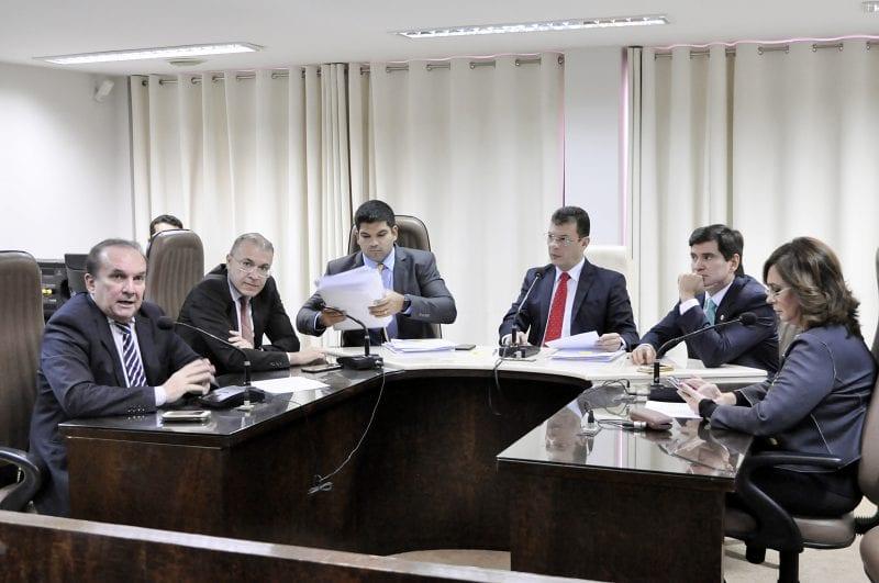 CCJ aprova projeto de lei para  adequação de servidores da Tributação