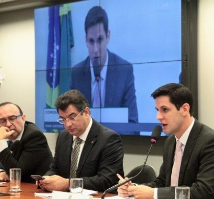 Em audiência, Rafael Motta defende reajuste em programa de alimentação escolar