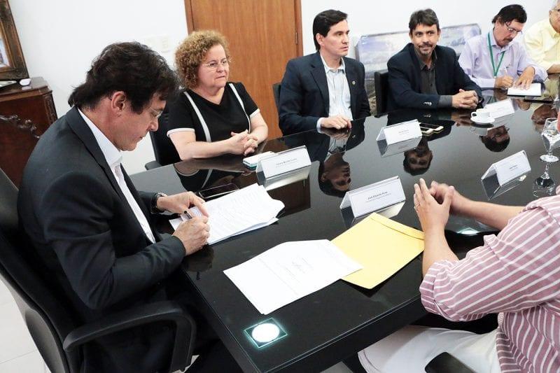 Governo e DNOCS assinam cessão de terreno destinado à construção de estação em Itajá