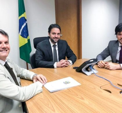 Com ministro das Cidades, Fábio Faria consegue liberar construção de casas em 60 cidades do RN